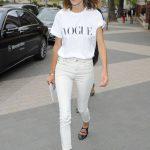 5 cách phối quần jeans nữ trắng theo sao
