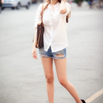 Phối đồ phong cách với áo sơ mi trắng